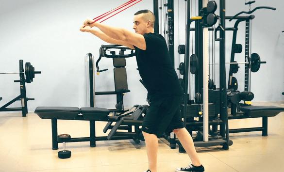 I 6 Migliori Esercizi con gli Elastici per i Tricipiti
